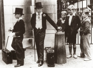 Toffs+and+Toughs+-+The+photo+that+illustrates+the+class+divide+in+pre-war+Britain,+1937
